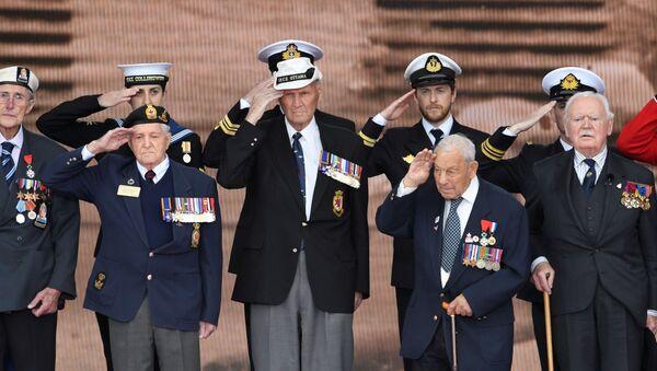 Los veteranos durante los actos conmemorativos del Desembarco de Normandía en Portsmouth - Sputnik Mundo