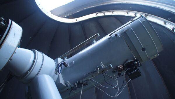 Telescopio de 1,2 metros en el Observatorio Astronómico Kourovo de la Universidad Federal de los Urales - Sputnik Mundo