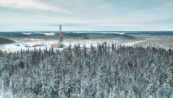 La zona de Paliánovskaya del yacimiento de Krasnoleninski, en la región de Janti-Manski, donde se quiere extraer el crudo que contiene la formación Bazhénov. - Sputnik Mundo