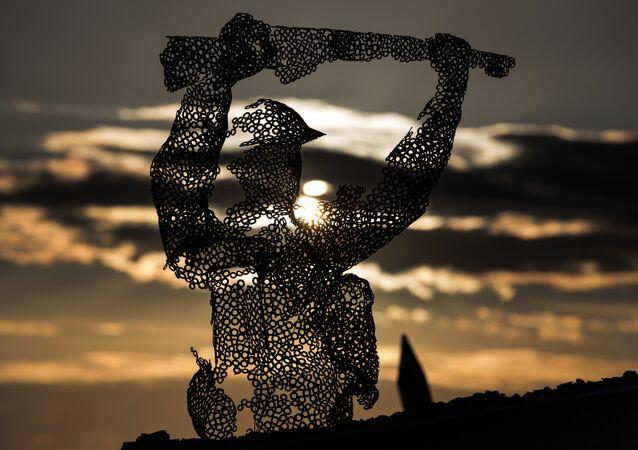Escultura del soldado británico en Normadía