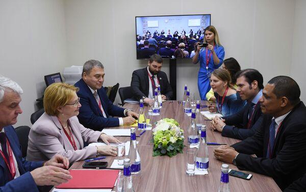 Durante las negociaciones - Sputnik Mundo