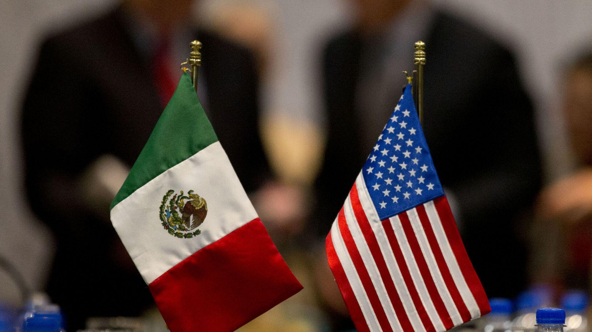 Banderas de México y EEUU - Sputnik Mundo, 1920, 27.10.2020