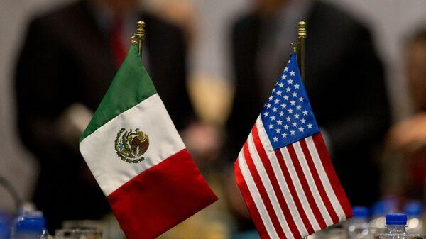 Banderas de México y EEUU - Sputnik Mundo