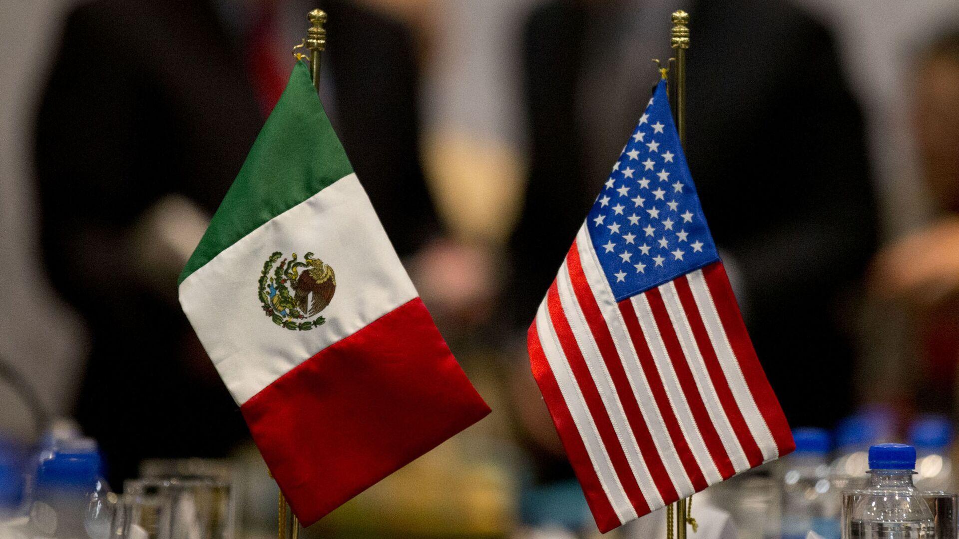 Banderas de México y EEUU - Sputnik Mundo, 1920, 11.08.2021