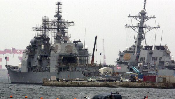 El USS Chancellor y el USS Curtis Wilbur en la base naval de EEUU en Yokosuka  - Sputnik Mundo