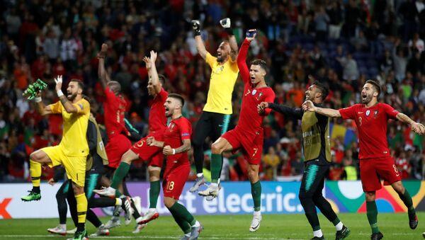 Jugadores de la selección de fútbol de Portugal tras ganar la Liga de las Naciones de la UEFA - Sputnik Mundo