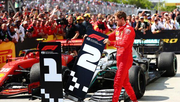 Sebastian Vettel cambia los números de los vehículos durante el GP de Canadá - Sputnik Mundo