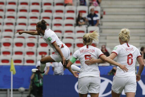 La inglesa Nikita Parris celebra su tanto frente a la selección escocesa durante el Mundial 2019 - Sputnik Mundo