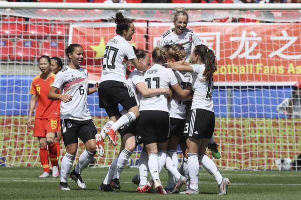 La selección alemana celebra el gol marcado contra China en el Mundial 2019 - Sputnik Mundo