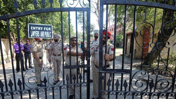 La Polícia india cerca de la corte en Pathankot - Sputnik Mundo
