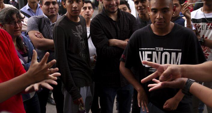 Ciudad de México: Inicio de la batalla de rap en la Glorieta de los Insurgentes
