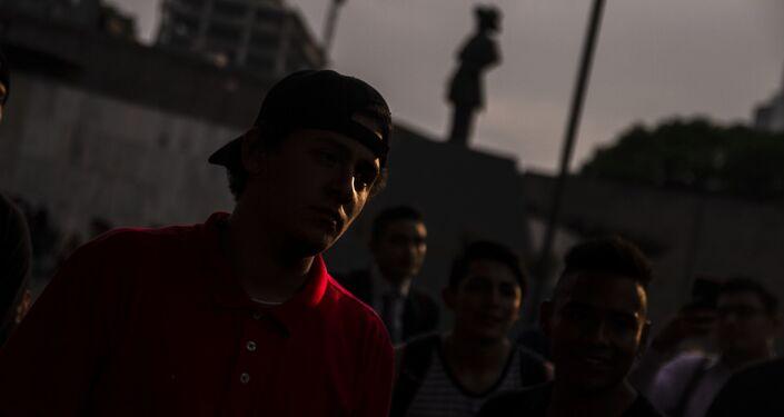 Ciudad de México: Dostin en la final de la batalla de rap en la Glorieta de los Insurgentes
