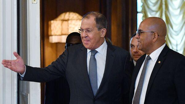 Los ministros de Exteriores de Rusia y Granada, Serguéi Lavrov y Peter David - Sputnik Mundo