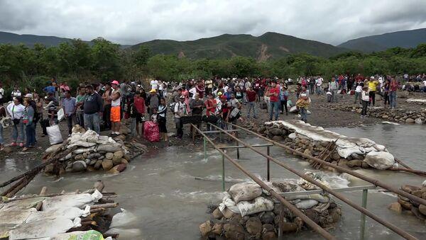 Cómo la Policía colombiana desmantela puentes para prevenir el paso fronterizo ilegal desde Venezuela - Sputnik Mundo