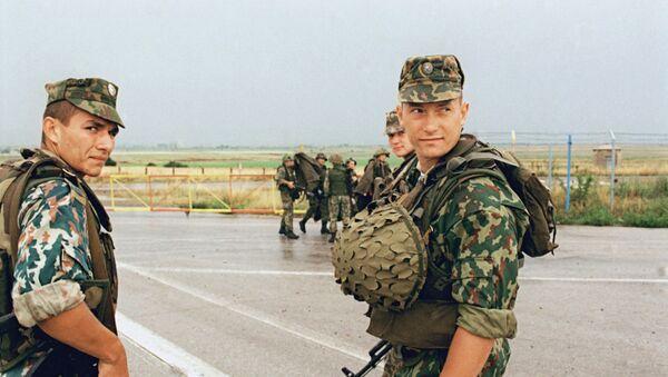 Soldados rusos en el aeropuerto de Pristina, Kosovo - Sputnik Mundo