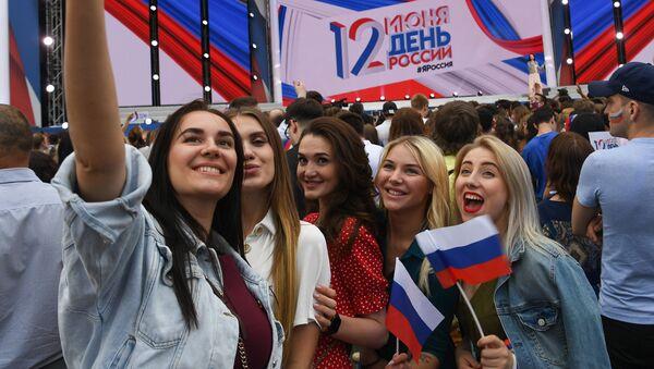 Bailes, conciertos y jorovodes: así se celebra el Día de Rusia - Sputnik Mundo