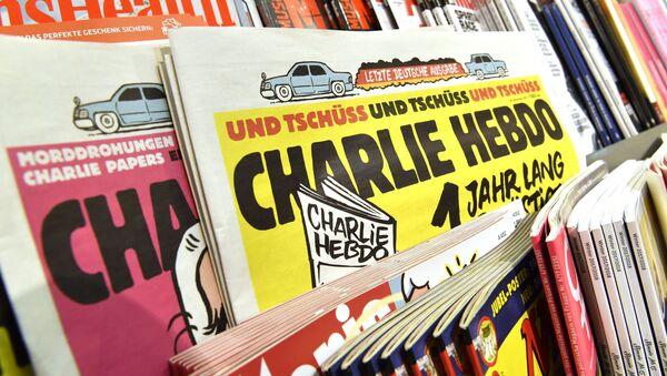 Las revistas Charlie Hebdo se venden en un quiosco - Sputnik Mundo