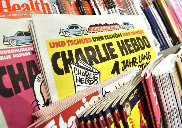 Las revistas Charlie Hebdo se venden en un quiosco