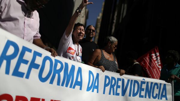 Protestas contra la reforma del sistema de pensiones en Brasil - Sputnik Mundo