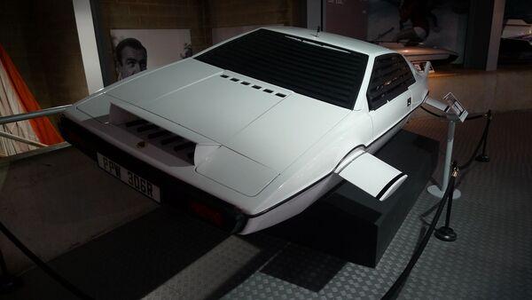 El coche submarino Lotus Esprit de James Bond - Sputnik Mundo