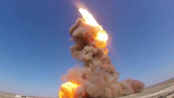 Lanzamiento de un interceptor de misiles modermizado ruso - Sputnik Mundo