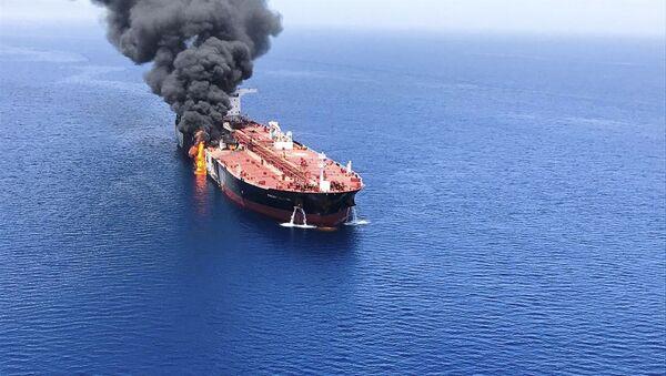 Uno de los petroleros atacados en el golfo de Omán - Sputnik Mundo