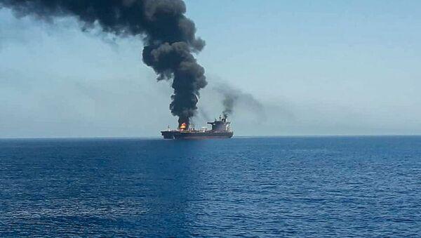 El barco petrolero atacado en el golfo de Omán - Sputnik Mundo