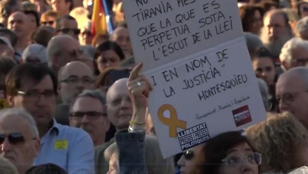 Cientos de personas se manifiestan en Barcelona por la absolución de los presos independentistas - Sputnik Mundo