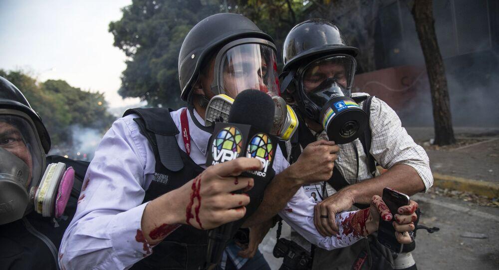 Periodistas en una manifestación opositora en Venezuela