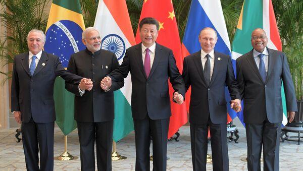 Narendra Modi, primer ministro de la India, Xi Jinping, presidente de China, y Vladímir Putin, presidente de Rusia - Sputnik Mundo