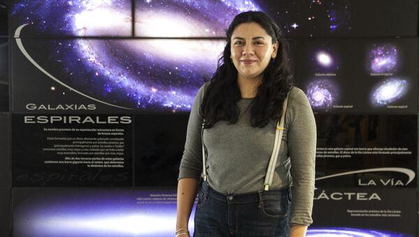 Rosa Becerra, doctora en astrofísica, posa para foto en el Instituto de Astronomía - Sputnik Mundo