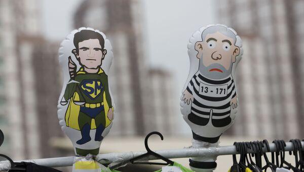 Muñecas del ministro de Justicia de Brasil, el juez Sérgio Moro y el expresidente brasileño Lula da Silva - Sputnik Mundo