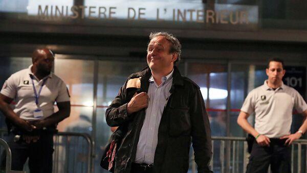 Liberan de custodia a exjefe de la UEFA, Michel Platini, en Francia el 19 de junio de 2019 - Sputnik Mundo