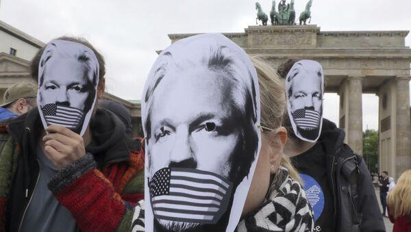 Protesta contra la posible extradición de Julian Assange a EEUU en Berlín, el 2 de mayo de 2019 - Sputnik Mundo