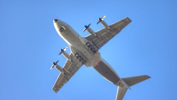 Un avión de transporte militar Airbus A400M (archivo) - Sputnik Mundo
