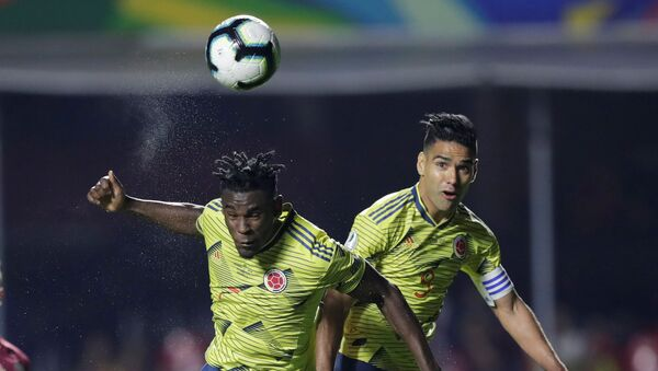 DuvánZapata marca el úncio gol de Colombia ante Catar durante la Copa America 2019 en Brasil, el 19 de junio de 2019 - Sputnik Mundo