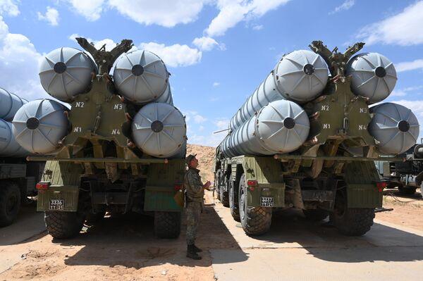 3, 2, 1... ¡Fuego! Los S-300 destruyen blancos enemigos durante unos ejercicios en Astracán  - Sputnik Mundo