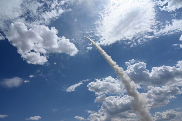 3, 2, 1... ¡Fuego! Los S-300 destruyen blancos enemigos durante unos ejercicios en Astracán c - Sputnik Mundo