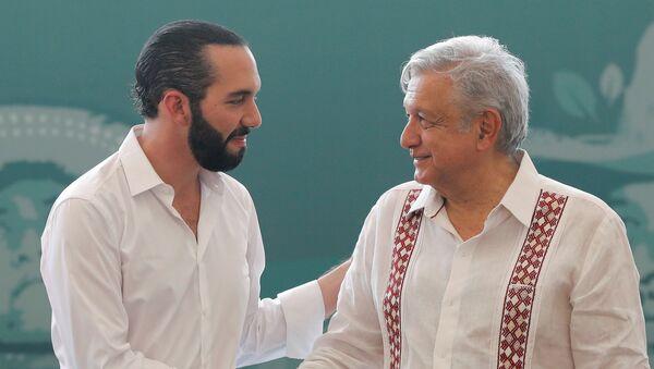 El presidente de México, Andrés Manuel López Obrador, junto a su homólogo salvadoreño, Nayib Bukele  - Sputnik Mundo