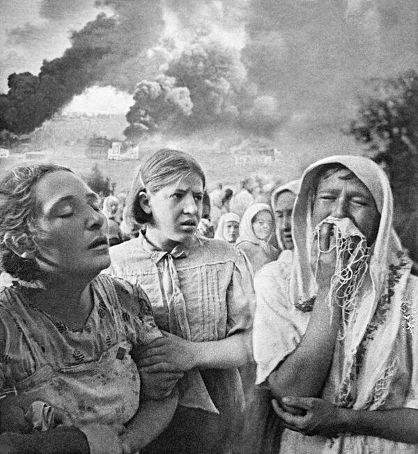 Casi inmediatamente, las tropas nazis lanzaron una ofensiva a lo largo de todo el frente. El principal golpe durante los primeros días de la contienda cayó sobre Bielorrusia, Ucrania y los países bálticos.En la foto: Kiev el 23 de junio de 1941. - Sputnik Mundo