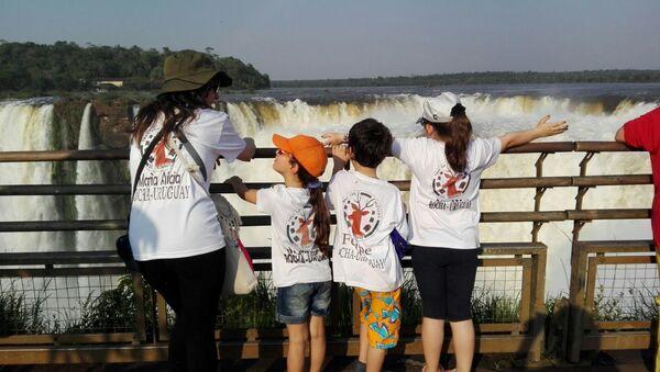 Visita del grupo rochense Tras las huellas del venado a las Cataratas del Iguazú, en Argentina - Sputnik Mundo