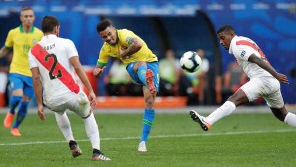 El partido entre Perú y Brasil - Sputnik Mundo