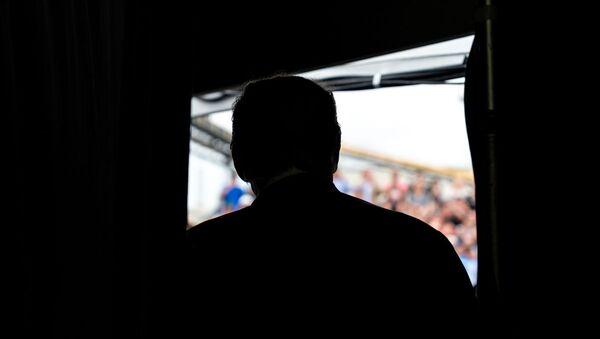 Silueta de Donald Trump, presidente de EEUU - Sputnik Mundo