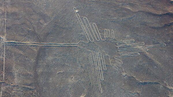 Vista aérea del 'colibrí', uno de los geoglifos más conocidos de las Líneas de Nazca - Sputnik Mundo
