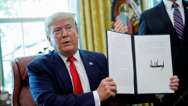 El presidente de EEUU, Donald Trump, anuncia las nuevas sanciones contra Irán - Sputnik Mundo