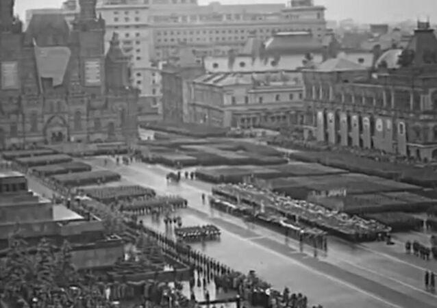 Símbolo del triunfo sobre el nazismo: el primer Desfile de la Victoria en la Plaza Roja de Moscú
