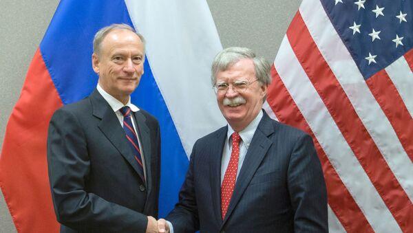 El secretario del Consejo de Seguridad de Rusia, Nikolái Pátrushev, y el asesor de Seguridad Nacional de la Casa Blanca, John Bolton - Sputnik Mundo