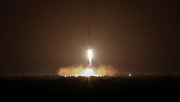 Dos aceleradores del SpaceX Falcon Heavy vuelven a la Tierra - Sputnik Mundo