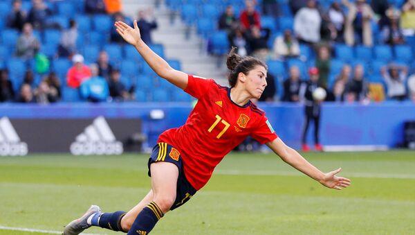 La futbolista española Lucía García celebra su gol a Sudáfrica durante la Copa del Mundo femenina en Francia - Sputnik Mundo