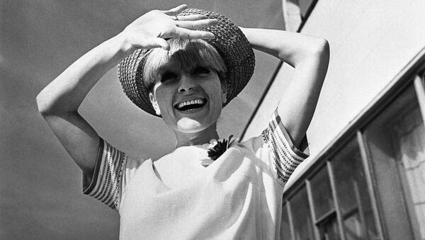Nostalgia por los 60: así lucían las 'fashionistas' en la época del 'deshielo' en la URSS  - Sputnik Mundo